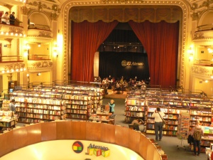 El Ateneo stage cafe