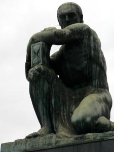 recoleta statue